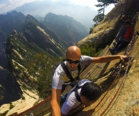 rob-taylor-hiking-at-death-plank-hike-huashan-national-park-a