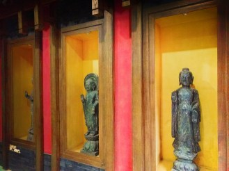statues-in-buddhist-temple-at-giant-wild-goose-pagoda-1