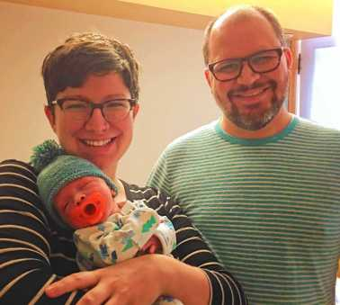 NICU Baby Arlo with Parents 8