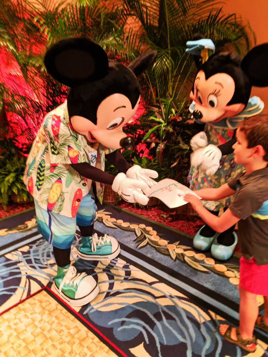 Taylor Family with Mickey Mouse and Minnie Mouse at Disney Aulani 4