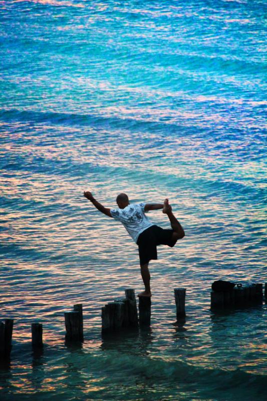 Victor Varana in Water yoga Sunset Isla Holbox 3