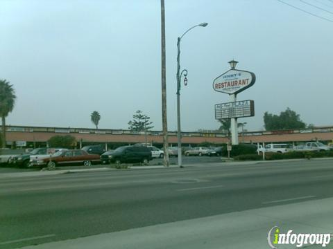 Holly Park Strip Mall in Inglewood