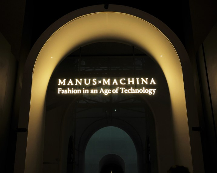 2WN visits Metropolitan Museum New York, Showcasing Manus X Machina Fashion in an Age of Technology Exhibition