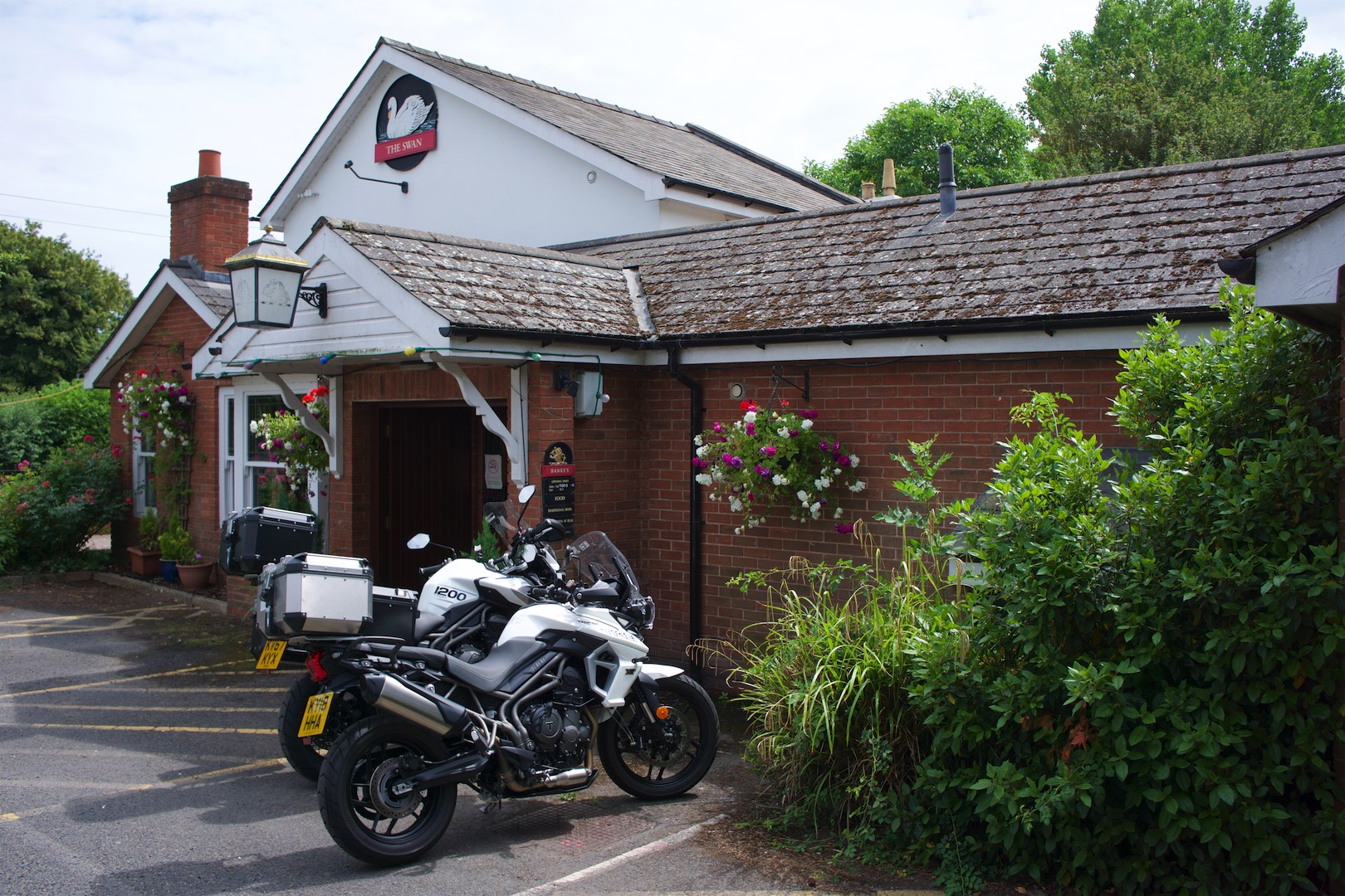 hight resolution of swann inn hereford review swan inn in hereford triumph tiger 1200 xca revioew