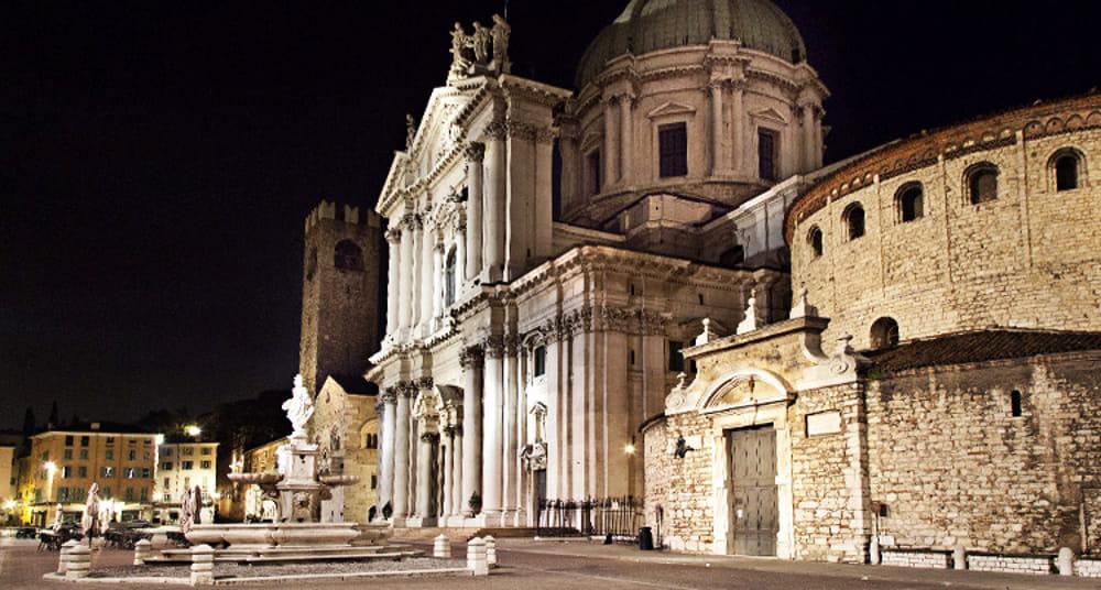 Brescia in Piazza Paolo VI il nuovo locale Dom inaugurazione a gennaio