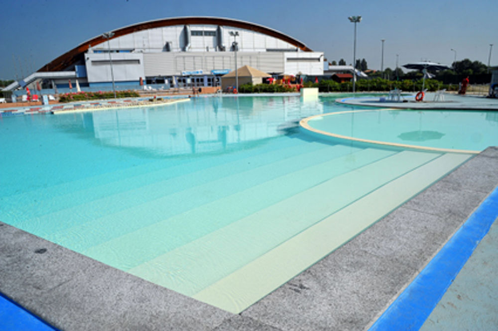 Ex Sporting piscina allaperto chiusa nel week end