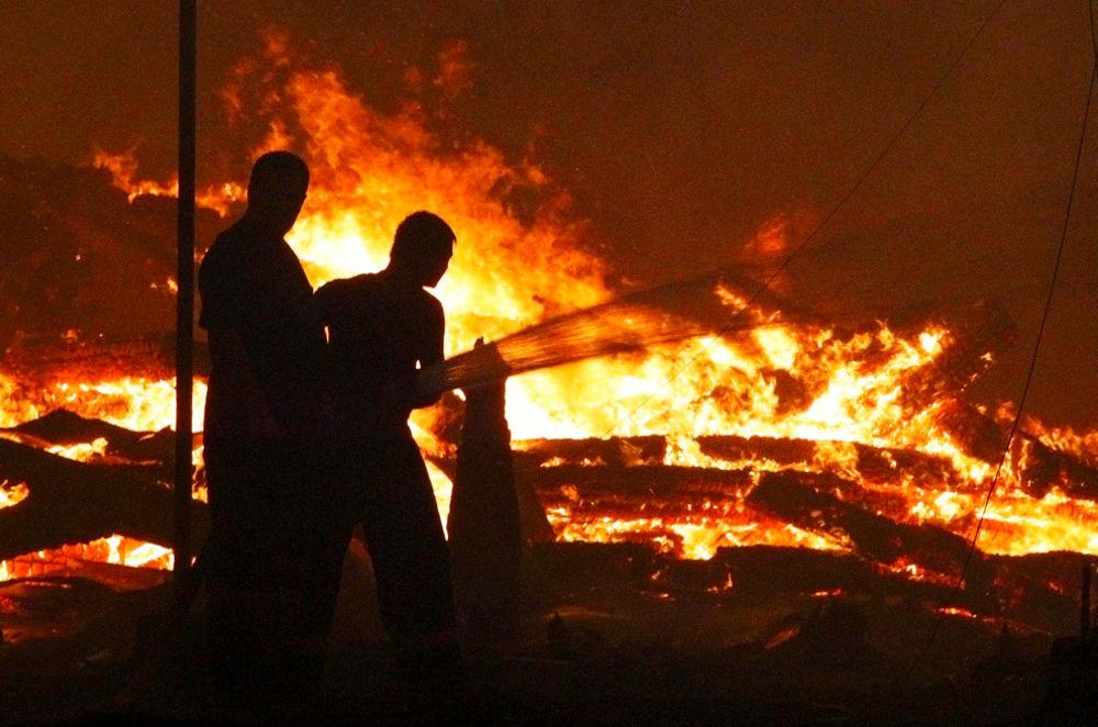 Russia incendio in una casa di legno otto morti tra cui tre bambini