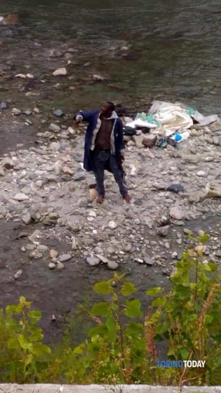 Nigeriano isolotto Dora  uomo salvato dai sommozzatori