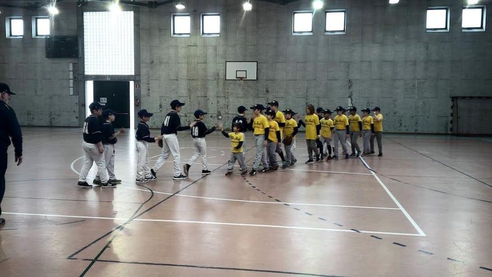 I ragazzi del baseball Conegliano vincono e fanno divertire la palestra del turistico