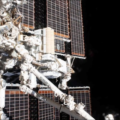 Video: Timelapse series show astronauts installing solar array on International Space Station