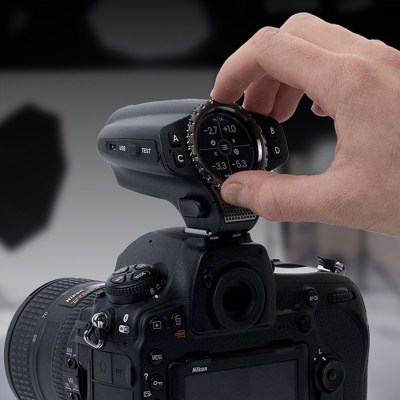 Raven remote flash control and camera trigger supports multiple flash brands