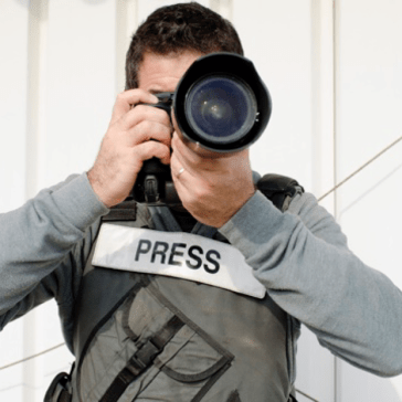 Photo agency refuses to return copyright to photographer, claims journalists don't have copyright protection
