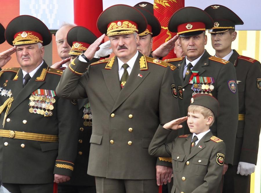 Znalezione obrazy dla zapytania Łukaszenka w mundurze
