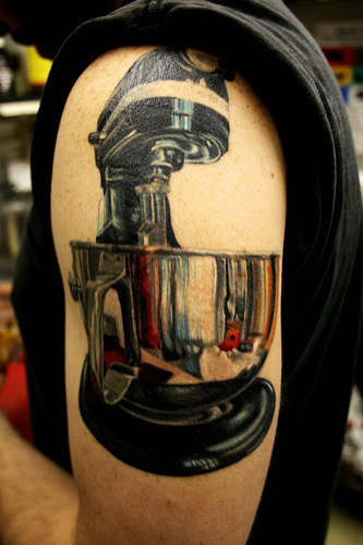 21 Awesome Culinary Tattoos - Chef's Blade whoa. Wow. Thats really amazing.