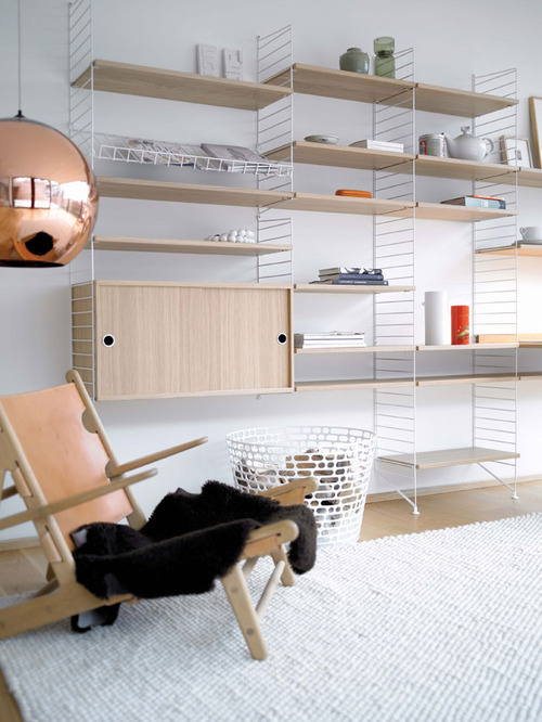 Bringing the String shelf into the 21st century. Styling by All the way to Paris and photo by Petra Bindel.