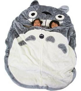 wring:  ohmyasian:  (via viviennetea)1090. Totoro Sleeping Bags. If you had this, you would be the coolest kid in town. WANT!   AAAAAAAAAAAAAAAAAAAH I WANT IT!!!!!  Can I just get this for myself?