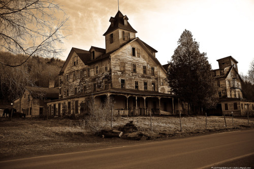 A haunted house This most likely used to be a hotel. The image was taken upstate New York, around Hunter Mountain.