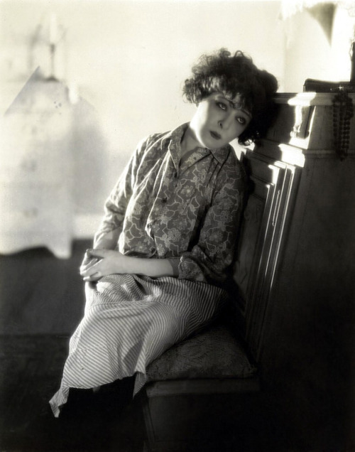 jeanjeanie61:  Alla Nazimova http://www.otrstreet.com