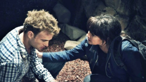 """Will Zimmerman and Helen Magnus (Robin Dunne and Amanda Tapping) in """"The Depths"""""""