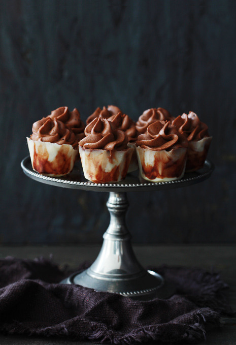 "phoods:</p> <p>(via Boozy Bites Series: Mudslide Pudding Shots | Bakers Royale)<br /> "" /></p> <p style="