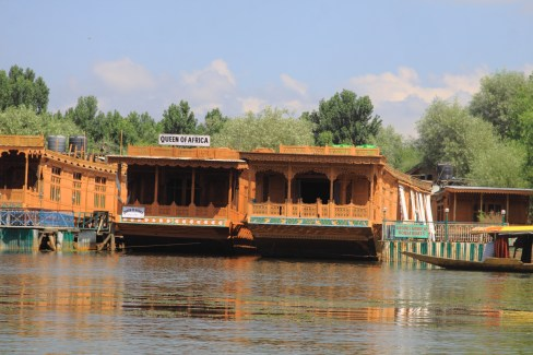 the mighty houseboats!