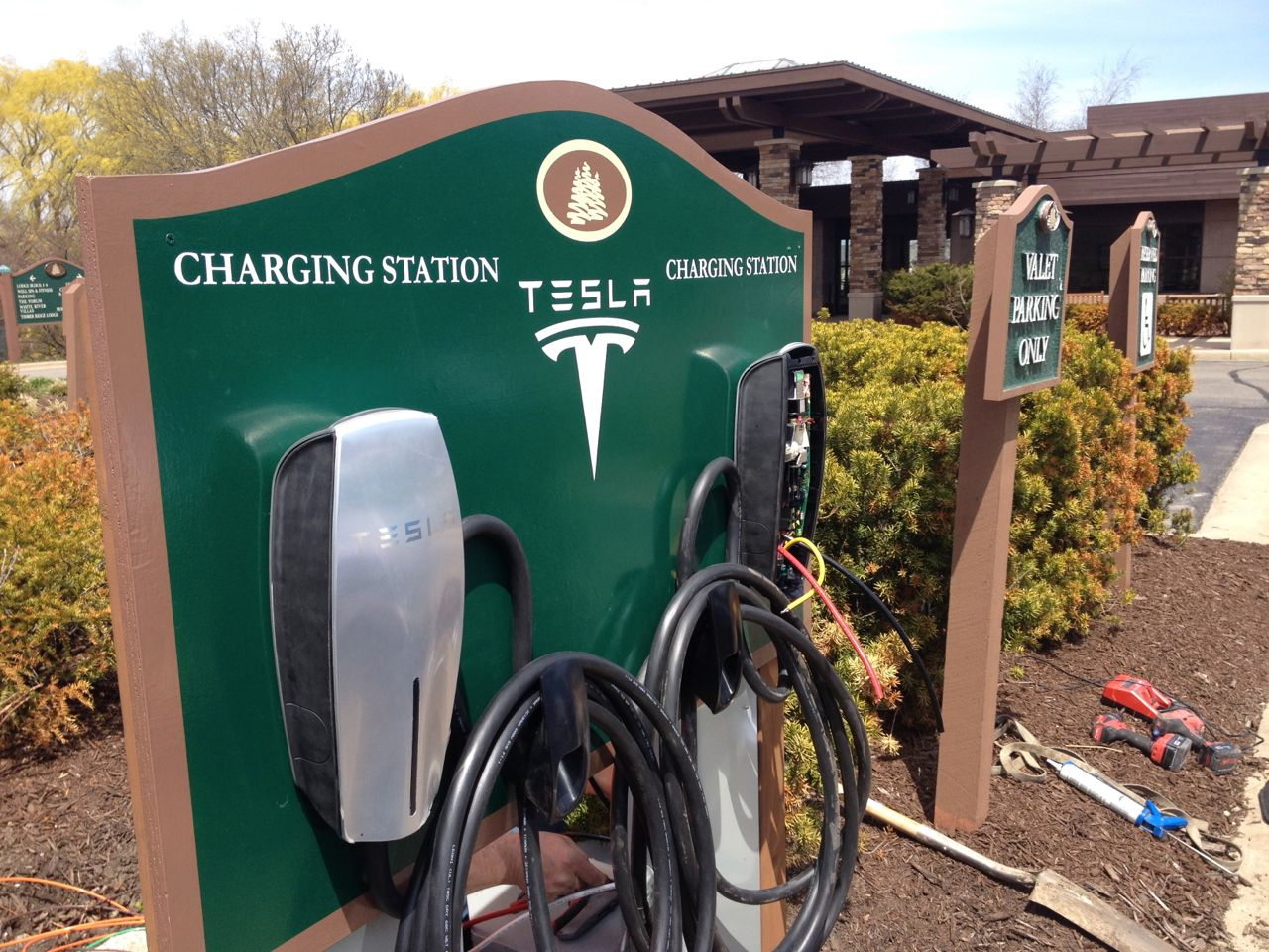 Tesla Chargers popping up all over - 300MPG.org on
