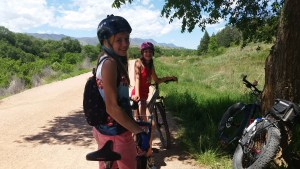 A regrouping stop in the shade on a Junew 2016 Kids on Bikes PopCycle ride.