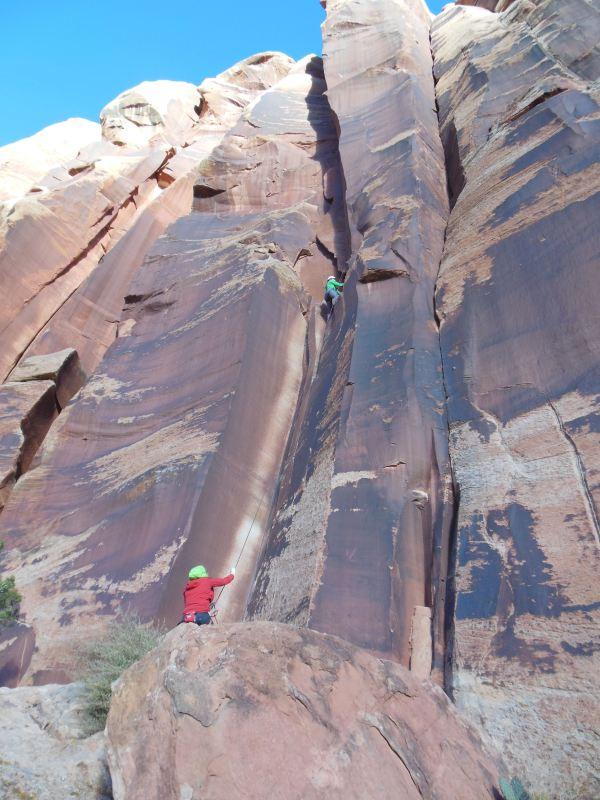 Crack Climbing Indian Creek Utah 30andclimbing