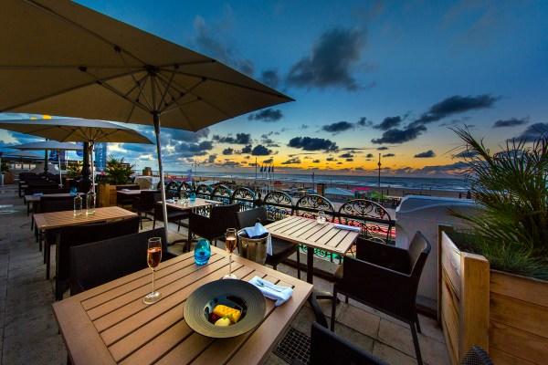 Waves restaurant terras