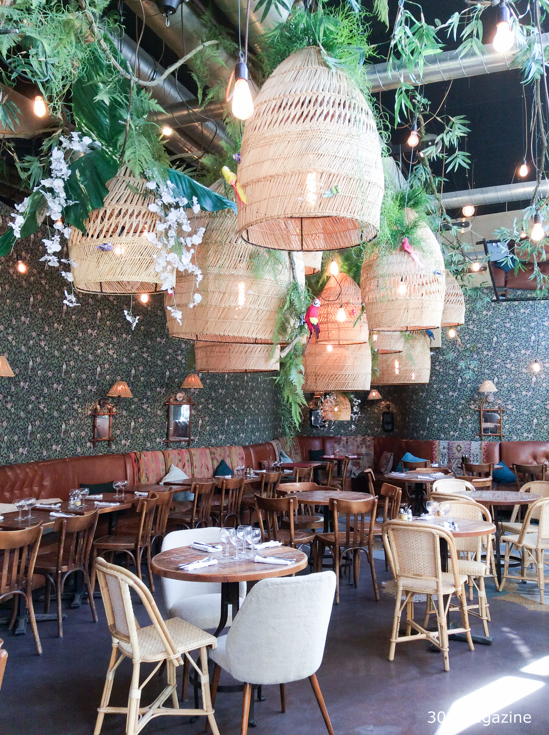 french brasserie chairs white dining room table and 6 30s magazine - paris hotspot: le brebant