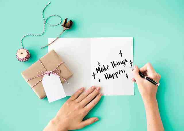 What to Write in a Graduation Card (25 Messages, Wishes, Quotes