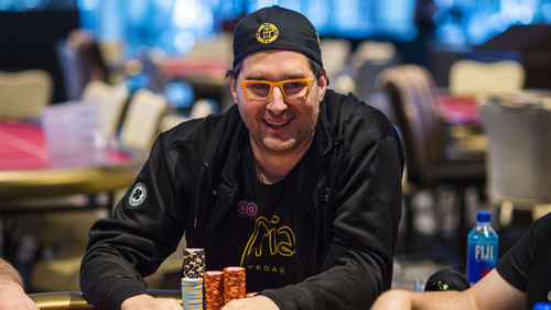 Hellmuth gets close and personal with the Kardashians at poker charity event