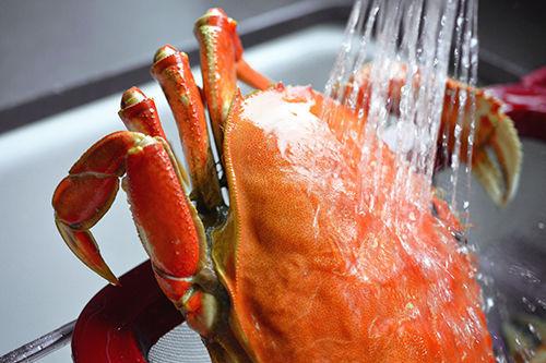 Whole30 Day 19: Crab + Avocado Temaki by Michelle Tam http://nomnompaleo.com