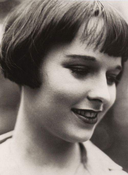 giftvintage:  Louise Brooks  Louise Brooks headshot. Wow!