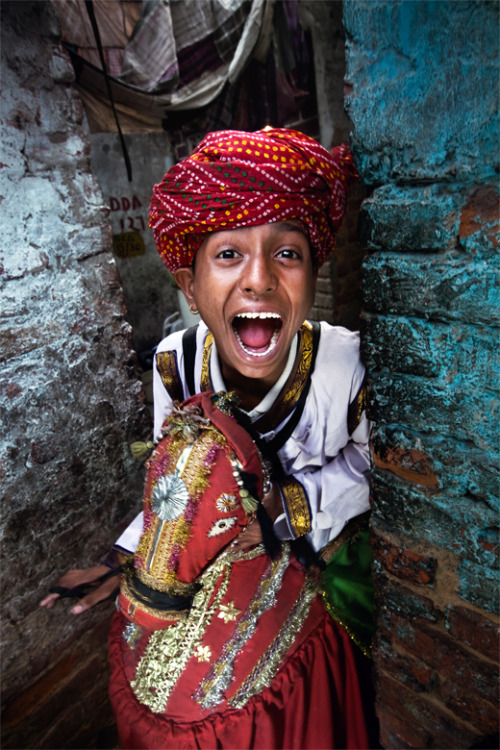 Varun Bhatt, a young artist of slum Jhuggi Jhopri.