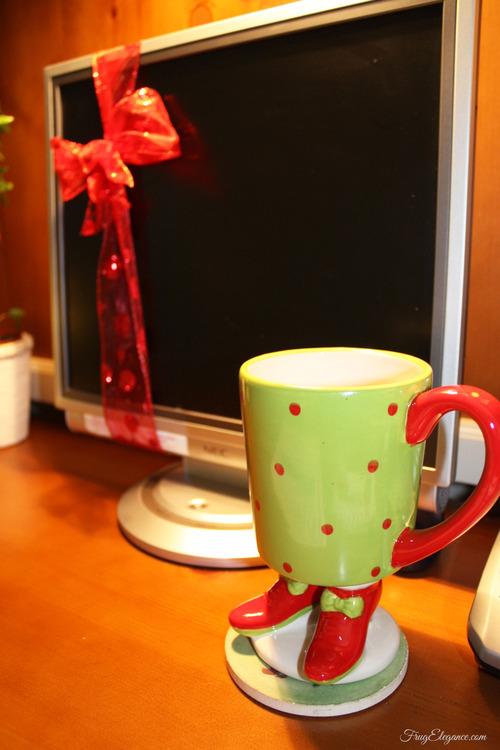 A Christmas Home Office | FrugElegance | www.frugelegance.com