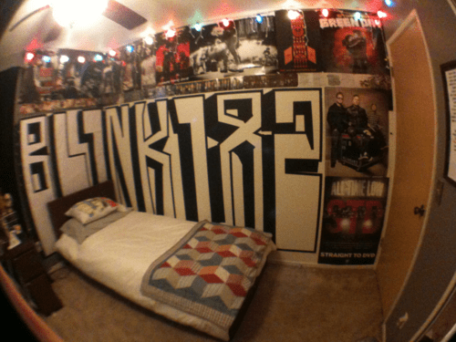 tumblr bedrooms christmas lights and posters
