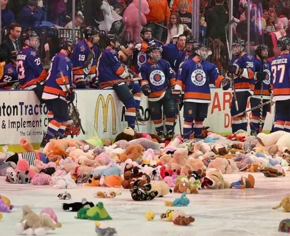 hockey-season-ticket-pickup-date-announced
