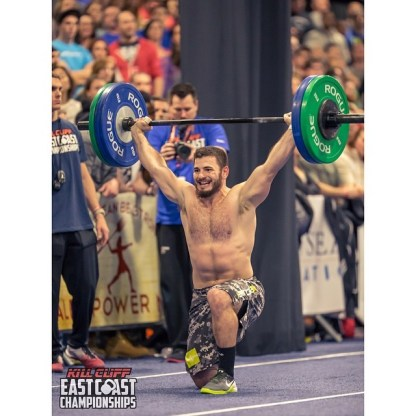crossfit-shoulder-rotated-locked-in