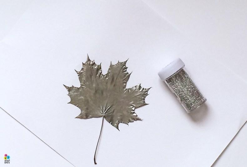jesienna ozdoba z suszonych liści, srebrne liście