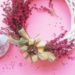 Dekoracja z wrzosu lub wrzośca – jesienny wianek