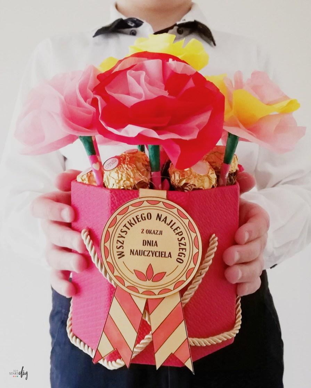 Kwiaty Dla Nauczyciela Papierowy Flower Box Od Ucznia Karneciki Do Druku 321startdiy