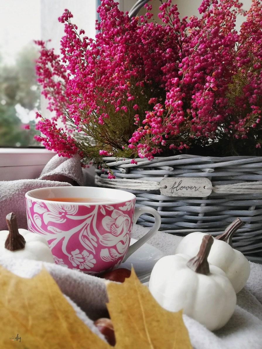 Osłonka na kwiaty z wiklinowego koszyka