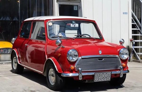 赤色のローバーミニ