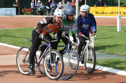 Great gating action from Sheffield's James Bunting and Exeter's Thomas Croal taken by Phil Clarke