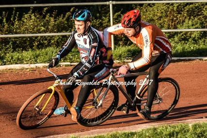 James Bailey challenges Sam Hardie. Photos by Shaun Reynolds.