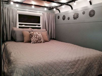 33 of the Best RV Bedroom Ideas (14)