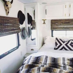33 of the Best RV Bedroom Ideas (16)