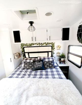 33 of the Best RV Bedroom Ideas (27)