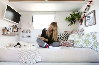 33 of the Best RV Bedroom Ideas (29)